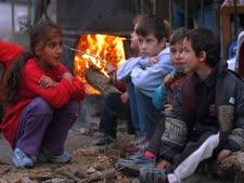 ילדים רעבים ללחם [צילום: פלאש 90]