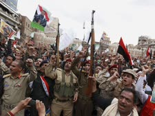 החות'ים מפגינים נגד התקפת הסעודים, צנעא, תימן (26.3.15) [צילום: AP]