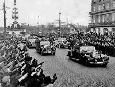שיירתו של היטלר עוברת בווינה [צילום: הארכיון הפדראלי]