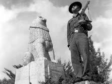 """פסל האריה השואג בתל חי [צילום: זולטן קלוגר/לע""""מ]"""