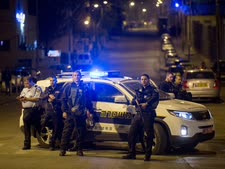 כוחות משטרה בא-טור במוצאי [צילום: יונתן זינדל, פלאש 90]