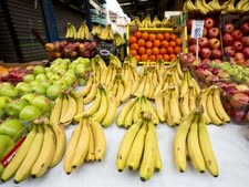 מומלץ לקנות פירות טריים [צילום: משה שי, פלאש 90]