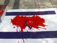 העצומה נגד ראש הממשלה לקראת ביקורו בבריטניה הקוראת למעצרו היא עוד מהלך במלחמת הדה-לגיטימציה נגד ישראל [צילום: AP]