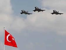 גיחות הפצצה גם על ידי הטורקים [צילום: AP]