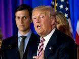 """החקירה נמשכת. נשיא ארה""""ב וחתנו [צילום: AP/Mary Altaffer]"""