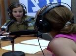 האם ישראל צריכה תחנת רדיו בטחונית? [צילום: מן הטלוויזיה]