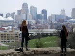 ריחוק חברתי במיזורי [צילום: צ'רלי ריידל, AP]