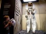 חליפת החלל של ניל ארמסטונג[צילום: אנדרו הרניק, AP]