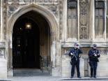 מגייסים 20,000 שוטרים [צילום: פרנק אגוסטין, AP]
