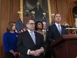 הדמוקרטים מודיעים על האישומים [צילום: סקוט אפלווייט, AP]