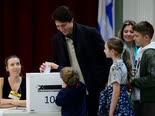טרודו מצביע אתמול [צילום: שון קילפטריק, AP]