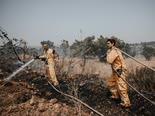 צוותי הכיבוי סמוך לאלעד [צילום: עומר שפירא, דוברות כבאות והצלה]