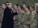 טראמפ עם חיילים באפגניסטן [צילום: אלכס ברנדון, AP]