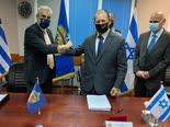 החתימה על ההסכם ביום שישי האחרון [צילום: משרד ההגנה היווני]