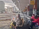 נוסעים בתחנה המרכזית בנהריה