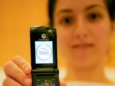 """מדיניות חברות הסלולר הינה לרעת ציבור הלקוחות החילוני. טלפון סלולרי מאושר ע""""י הרבנות החרדית [צילום: פלאש 90]"""