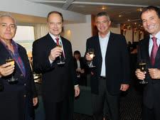 קנינגהם, שני משמאל, עם אלדן, עמי פדרמן ויעקב סודרי מהנהלת דן  [צילום: ישראל הדרי]
