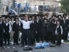 הרחוב החרדי מתכונן למאבק [צילום: פלאש 90]