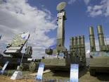 מערכת טילי S-300.  בדרך לסוריה [צילום: AP/Ivan Sekretarev]