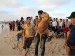 ליטופים וחיבוקים [צילום: AP/Adel Hana]