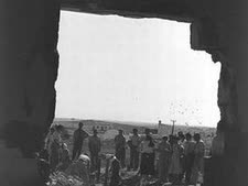 """חברי קיבוץ ניצנים במלחמת העצמאות, 30.10.1948 [צילום: לע""""מ]"""