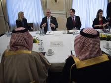 שר החוץ הסעודי במפגש עם שר החוץ האמריקני[צילום: AP Photo/ Brendan Smialowski, Pool]