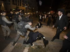 חשדנים כלפי המשטרה [צילום: יונתן זינדל, פלאש 90]