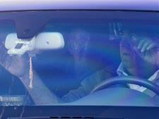 אולמרט, הבוקר, בדרכו אל הכלא [צילום: סבסטיאן שיינר, AP]
