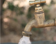 מים מסוכנים [צילום: יוסי זמיר/פלאש 90]