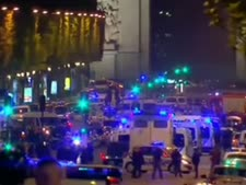 זירת הפיגוע בפריס [צילום: מן הטלוויזיה]