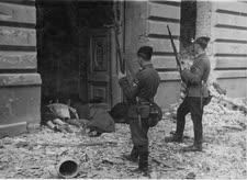 חיילים בגטו ורשה. לדעת שווייץ - לא פושעים