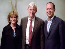 ריצ'ארד גיר בפגישה עם ראש העיר, ניר ברקת ורעייתו  [צילום: רן מנדלסון]