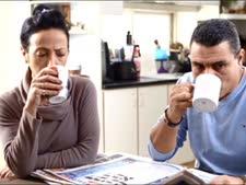 שותים קפה [מתוך סרטון של הקמפיין]