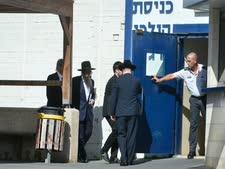 הרב פינטו. מגיע לכלא [צילום: פלאש 90]