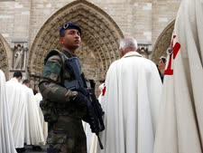 חיילים ברחובות [צילום: פרנסואה מורי, AP]