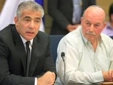 """יו""""ר הוועדה סלומינסקי ושר האוצר לפיד. מתעקש על המתווה הקיים"""
