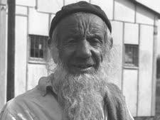 """עולה קשיש ממרוקו בקרית גת [צילום: משה פרידמן/לע""""מ]"""