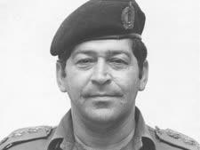 בן-אליעזר בתקופת שירותו הצבאי [צילום: ארכיון מערכת הביטחון]