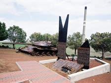 """אנדרטה לחללים שנפלו בקרב עמק הבכא [צילום: יעקב סער/לע""""מ]"""