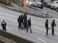 כוחות הביטחון הצרפתים סמוך למרכול הכשר [צילום: AP]
