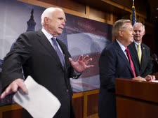 """ה""""מורדים"""" שהפילו את ההצעה [צילום: קליף אואן, AP]"""