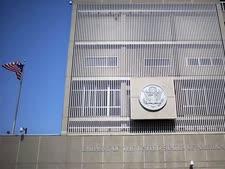 """שגרירות ארה""""ב בתל אביב [צילום: AP]"""