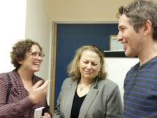 נציגי תחבורה בדרך שלנו אלן טנמן וסטלה אבידן עם חברת הכנסת יעל כהן-פארן