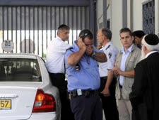 השר ישי בכניסה לבקר את בניזרי בכלא מעשיהו [צילום: פלאש 90]