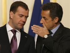 מדבדב וסרקוזי לאחר פגישתם בארמן האליזה [צילום: AP]