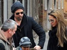 בראנג'לינה והמשפחה המאושרת צולמו בונציה בפברואר [צילום: AP]