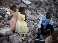 הקורבנות בהאיטי עדיין ממתינים, השבוע [צילום: AP]