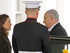 נתניהו מגיע לחלק המערבי של הבית הלבן [צילום: AP]