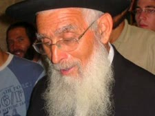 הרב אריאל. להוזיל את הדלק למתגוררים בפריפריה  [צילום: shuki]