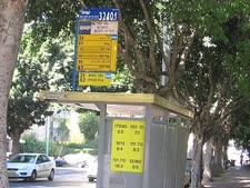 תחנת אוטובוס עם כתב ברייל